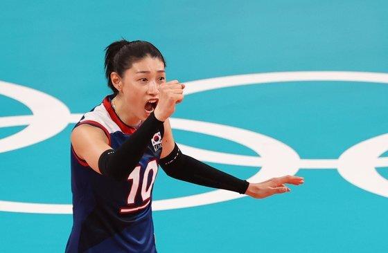 도쿄올림픽 9강 터키전에서 득점을 올린 뒤 포효하는 김연경. [뉴스1]