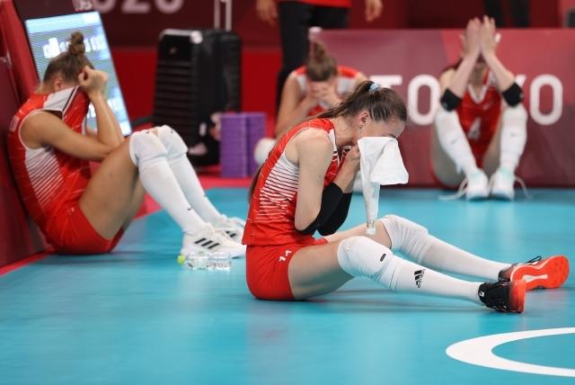 4일 일본 아리아케 아레나에서 열린 도쿄올림픽 여자 배구 8강 한국과 터키의 경기에서 한국에게 진 터키대표팀 선수들이 아쉬워하고 있다. 연합뉴스