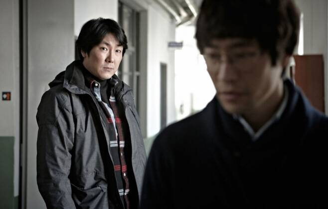 영화 용의자X(2012)의 조진웅 배우가 연기한 민범 형사. / 사진 = '용의자 X' 제공