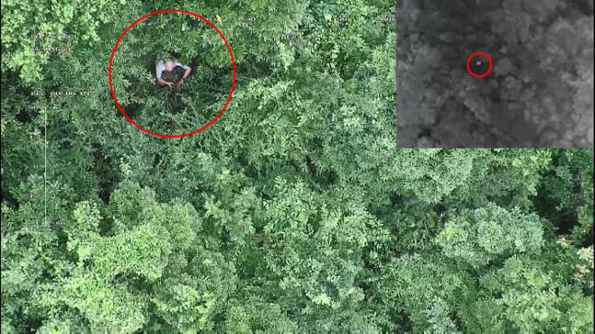 경찰 드론팀 수색 당시 촬영된 영상 캡처. 오른쪽 상단 이미지는 열화상카메라에 감지된 발열신호다. 제주경찰청 제공
