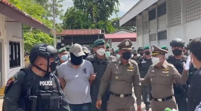 이번 사건에 연루된 경찰관들이 잇달아 체포되고 있다. 왕립경찰청은 주범인 티티산서장의 신병을 확보하는데 주력하고 있다. 사진 sns