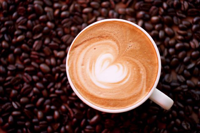 하루 0.5~3잔의 커피를 마시면 뇌졸중 위험을 줄일 수 있다./사진=클립아트코리아