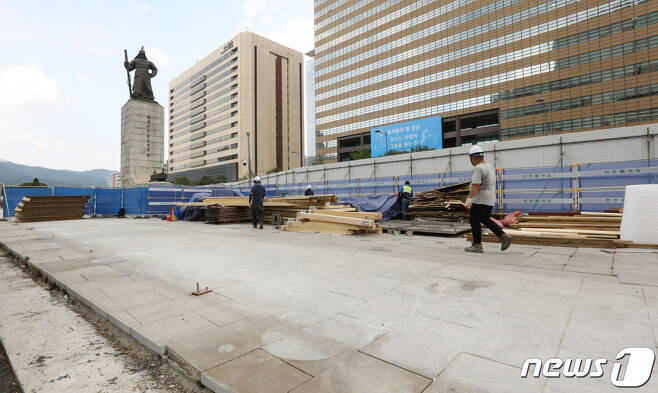 지난달 5일 오후 서울 세종대로 광화문광장에서 세월호 기억공간 막바지 해체 작업이 진행되고 있다. /사진=뉴스1
