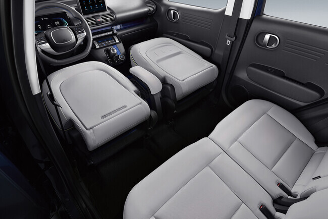 앞좌석 폴딩 기능을 적용한 현대차 '캐스퍼' 실내. 현대자동차 제공
