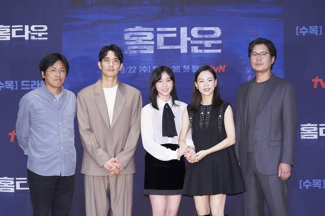 (왼쪽부터) 박현석 PD, 엄태구, 이레, 한예리, 유재명 / 사진제공=tvN © 뉴스1