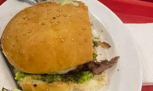 문제의 햄버거 사진 일부. 사진=베니테스 소셜미디어