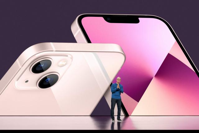 14일(현지 시간) 온라인 이벤트를 통해 아이폰13 시리즈를 공개한 팀 쿡 애플 최고경영자(CEO) /로이터연합뉴스