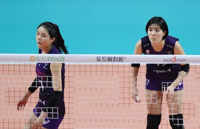 이다영(왼쪽)과 이재영(오른쪽)./연합뉴스