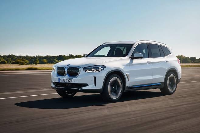 올해 4분기 국내에 출시되는 BMW 순수 전기차 iX3. /BMW 제공