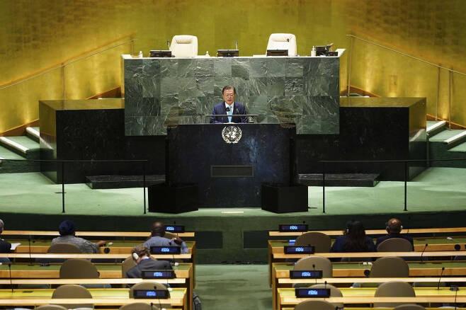 [뉴욕=뉴시스] 김진아 기자 = 문재인 대통령이 20일(현지시간) 미국 뉴욕 유엔본부 총회장에서 열린 제2차 SDG Moment(지속가능발전목표 고위급회의) 개회식에서 연설하고 있다. 2021.09.20.