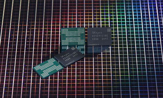 SK하이닉스가 개발한 176단 512Gb(기가비트) TLC(트리플 레벨 셀) 4D 낸드플래시. /SK하이닉스 제공
