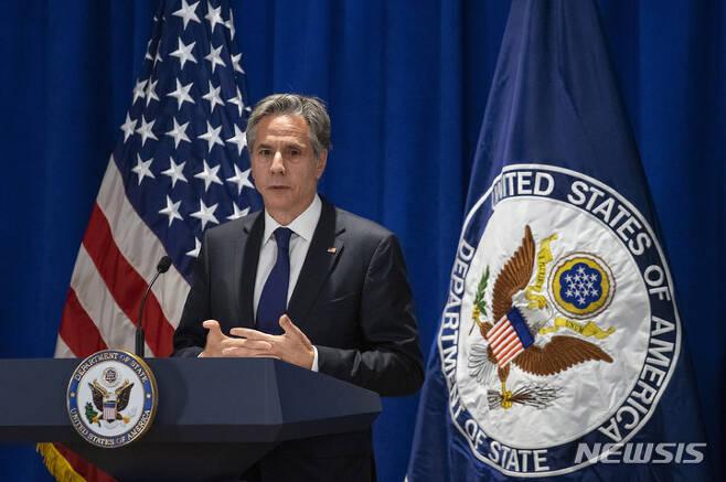[뉴욕=AP/뉴시스] 토니 블링컨 미국 국무장관이 23일(현지시간) 뉴욕 유엔 본부에서 열린 기자회견에서 발언하고 있다. 2021.09.24.