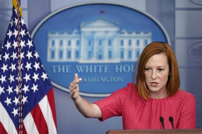 [워싱턴=AP/뉴시스] 젠 사키 백악관 대변인이 16일(현지시간) 백악관에서 일일 브리핑을 하고 있다.