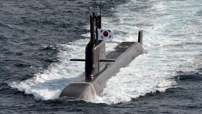 한국 해군 잠수함 도산안창호함이 성능검증을 위해 이동하고 있다. 세계일보 자료사진