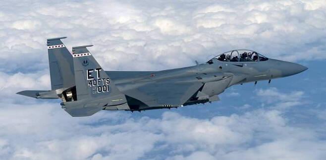 미 공군의 F-15EX 전투기에는 극초음속 무기가 탑재될 예정이다. 미 공군 제공