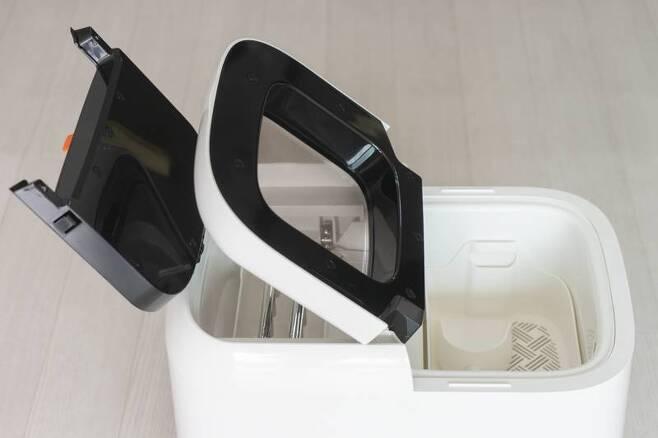 벨레 IM9 포터블 아이스메이커는 상단에 두 개의 문이 있다. 출처=IT동아