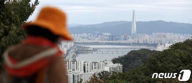 서울 남산에서 바라본 서울 아파트 모습. 2021.10.12/뉴스1 © News1 박지혜 기자