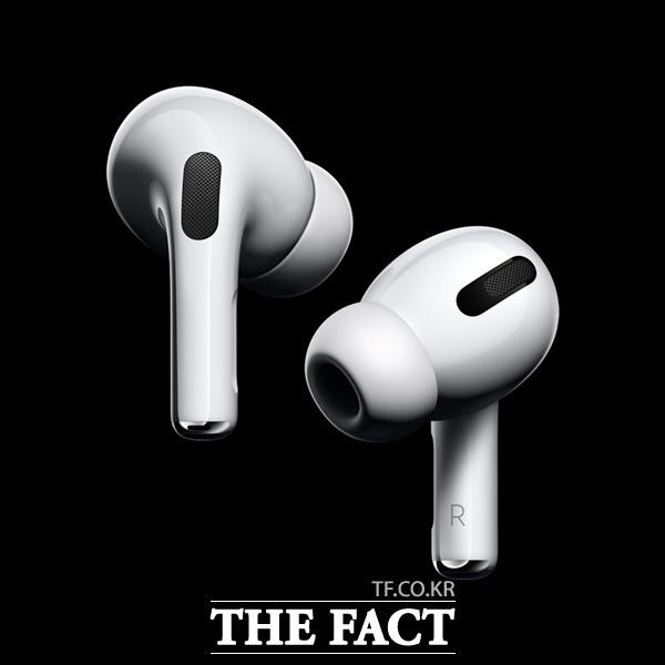 애플이 에어팟에 헬스케어 기능을 추가하는 방안을 연구 중인 것으로 알려졌다. /애플 코리아