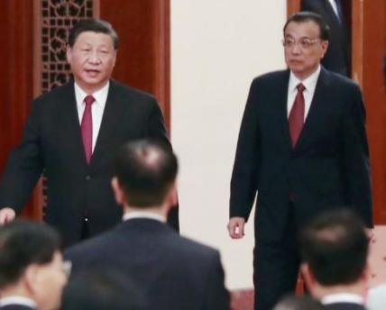 리커창 국무원 총리(오른쪽)가 9월 30일 베이징 인민대회당에서 열린 국경절 리셉션에 시진핑 주석 한 걸음 뒤에서 입장하고 있다. (사진=연합뉴스)