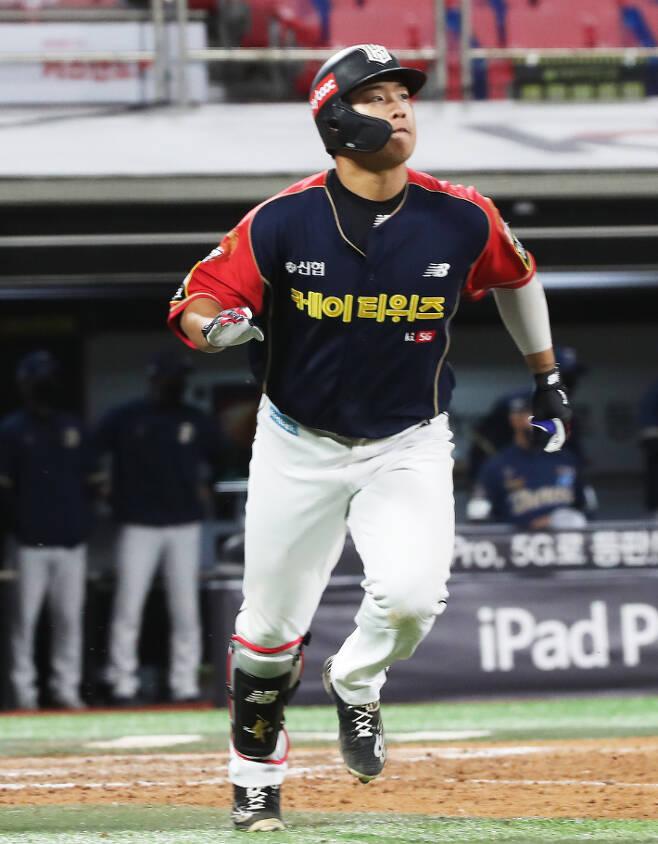 kt 강백호는 올 시즌 전반기 최고의 타자로 강력한 MVP 후보로 거론됐지만 후반기 지친 기색을 보이고 있다. 연합뉴스