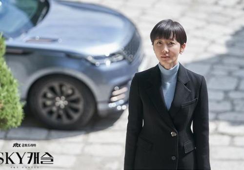 'SKY캐슬' 염정아와 묘하게 닮은 재규어랜드로버 허장성세