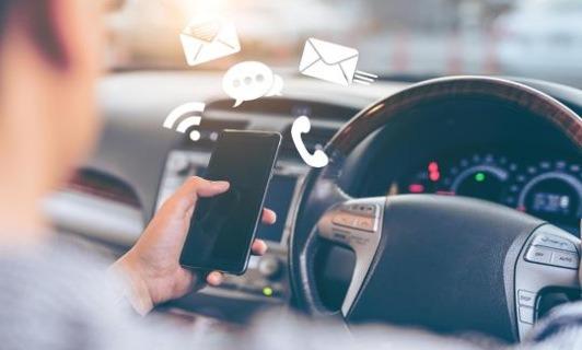 '상상 초월' 운전 중 휴대폰 사용, 어떻게 해야 막을 수 있나